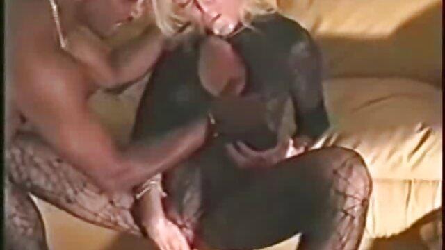 Đàn ông ăn con Chó con Dơ trong một căn hộ phim sex nhật bản 2020 cũ.