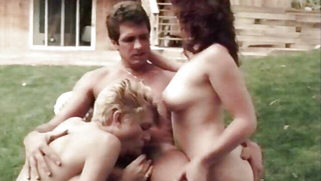 Đám đông của cảnh sát vỗ cánh trong âm đạo của một phim sexy nhat ban hd phụ NỮ tù nhân