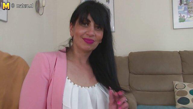 Các phim sex nhật bản khong che đồng shit đặt ngực của cô trong âm đạo nắm tay, với bàn tay của cô.